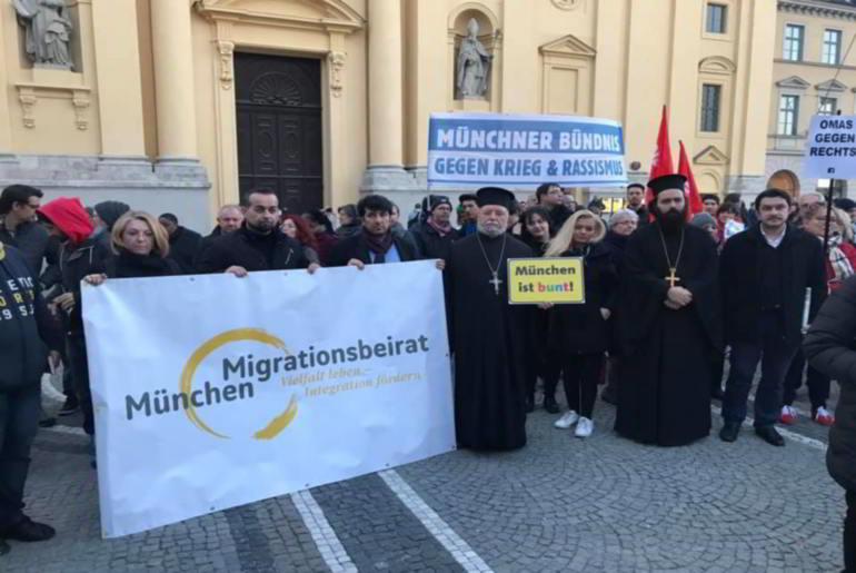 Η εκκλησία σε συλλαλητήριο κατά του ρατσισμού στο Μόναχο